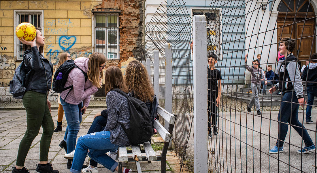 Children from Croatian Catholic families attend class in the right side of the building. On the left, the students are predominantly Muslim. Photo: © Laura Boushnak